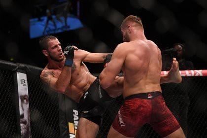 Поляк «задушил» вернувшегося в UFC россиянина