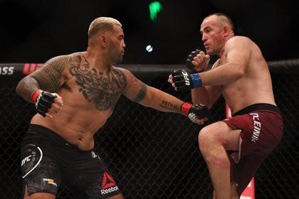Россиянин выиграл главный бой турнира UFC в Москве