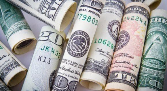 Отказ от доллара: Песков рассказал о поиске альтернативы для американской валюты