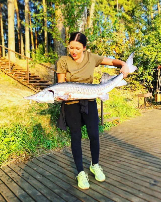 Ирина Дубцова перепутала трофейную белугу с осетром