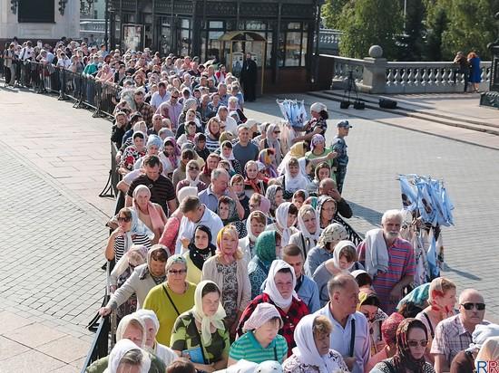 За три дня к мощам Спиридона Тримифунтского в Москве приложилось 40 тысяч человек