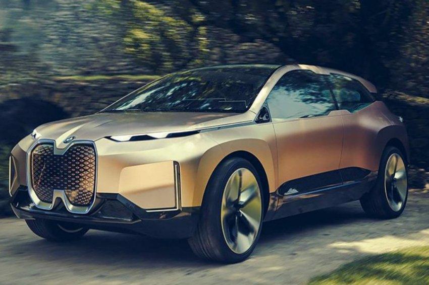 Внешность нового электрического кроссовера BMW iNext раскрыли до премьеры
