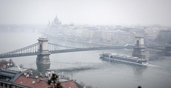 «Как будем строить, поперек или вдоль?»: в Сети высмеяли планы Украины построить мост через Дунай