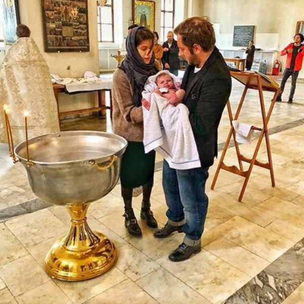 Бывшая девушка Павла Табакова крестила дочь