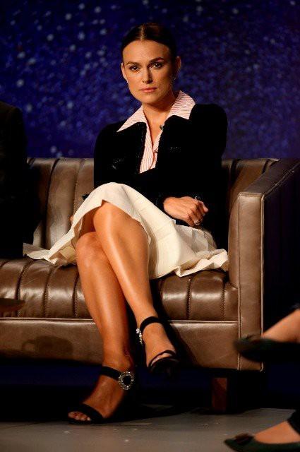 """Кира Найтли о надуманных стандартах красоты: """"Никто не обязан выглядеть как Кейт Миддлтон сразу после родов"""""""