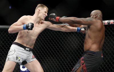 Волков уступил нокаутом Льюису на турнире UFC 229 в Лас-Вегасе