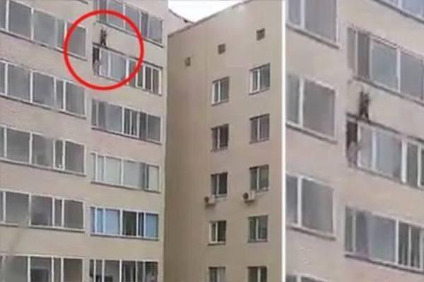 Мужчина поймал ребенка, который выпал с 10-го этажа (видео)