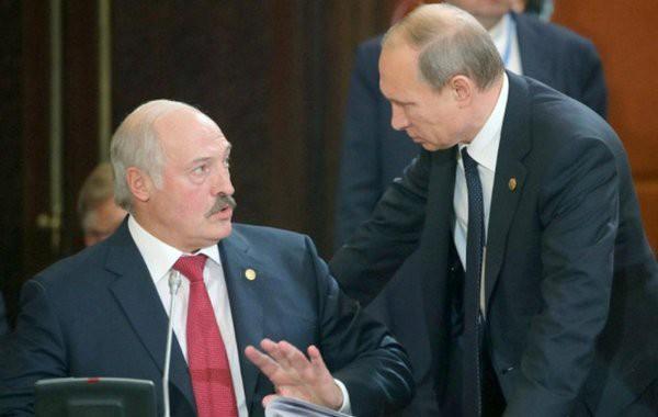 После разговора с Путиным Лукашенко сократил поставки топлива на Украину