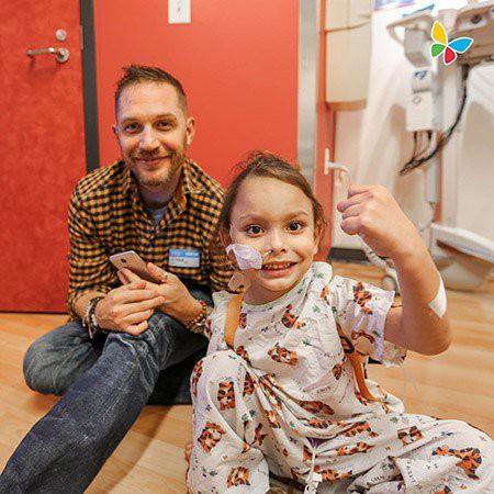 Хайди Клум и Том Харди устроили праздник для малышей детской больницы Лос-Анджелеса