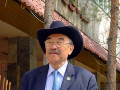 Скончался казахстанский писатель Шерхан Муртаза