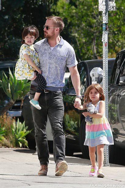 Дочки Райана Гослинга уверены, что их папа работает астронавтом