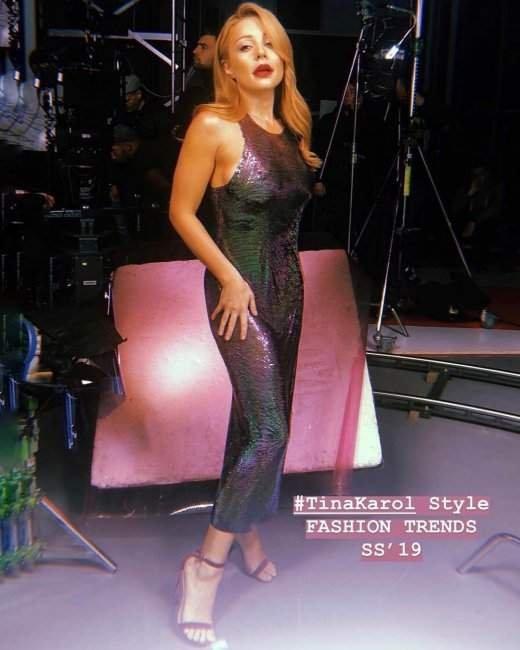 Тина Кароль покорила соблазнительными формами в облегающем платье