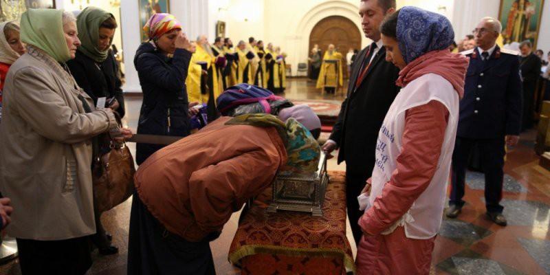 До трех часов нужно выстоять в очереди к мощам Спиридона Тримифунтского последние новости 11 октября