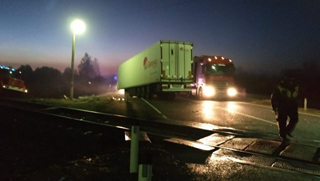Под Смоленском маневровый локомотив столкнулся с фургоном