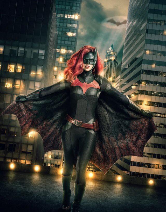 Первый кадр: Руби Роуз в роли Бэтвумен