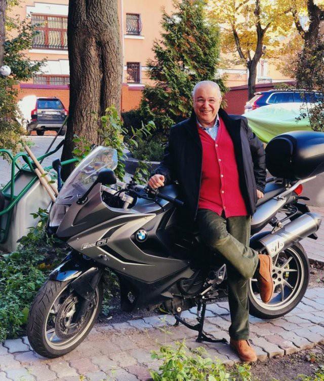 Евгений Петросян любит кататься с ветерком на мотоцикле