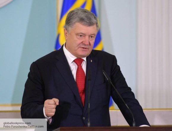 Порошенко требует скорейшего принятия изменений в конституцию Украины