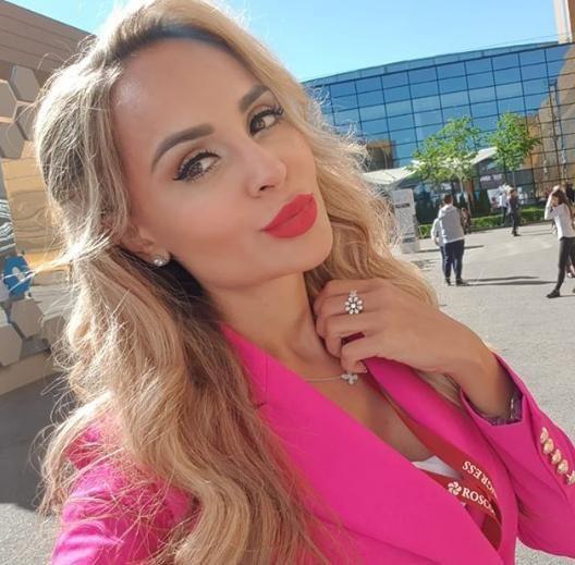 У Анны Калашниковой украли модный телефон