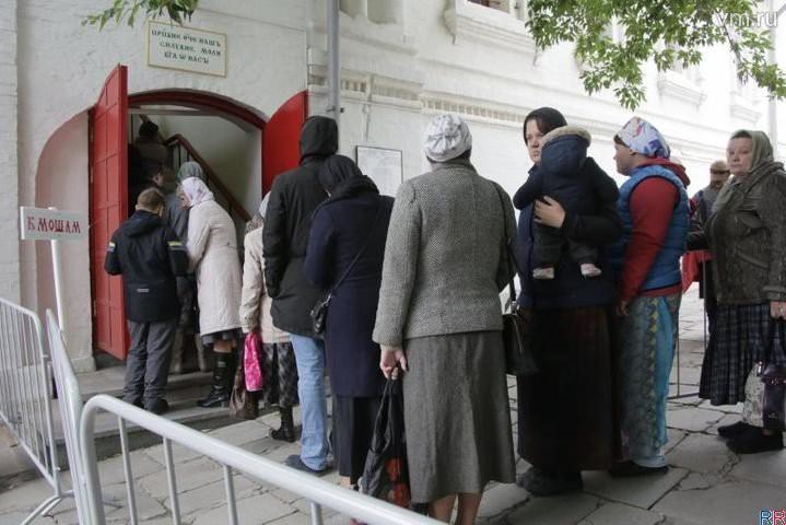 До трех часов нужно выстоять в очереди к мощам Спиридона Тримифунтского последние новости 3 октября
