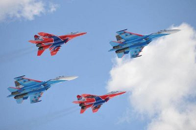 В Казани у «Казана» проходит акция «Военная служба по контракту — твой выбор!»