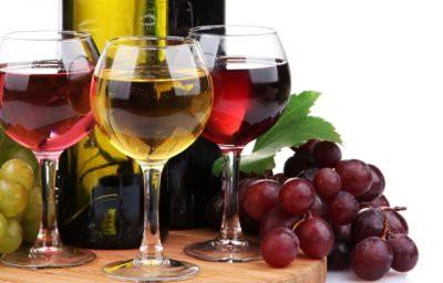 Ученые советуют худеющим не пить вино: алкоголь разжигает аппетит
