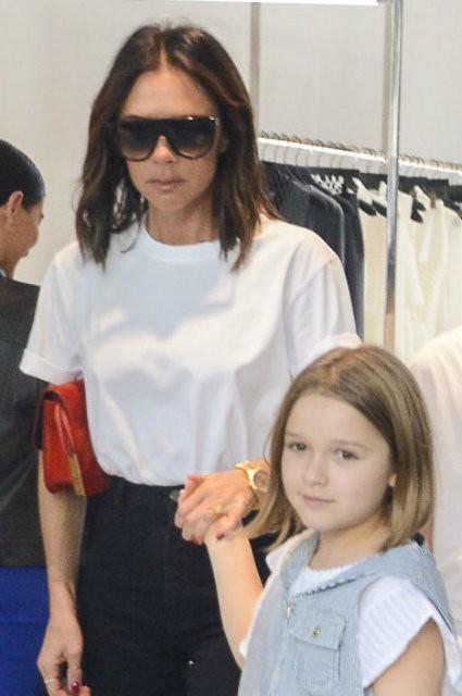 Семейный шопинг: Виктория Бекхэм с дочерью Харпер и сыном Крузом прошлась по магазинам Сиднея