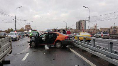 В Москве пять человек пострадали в ДТП на Савеловской эстакаде