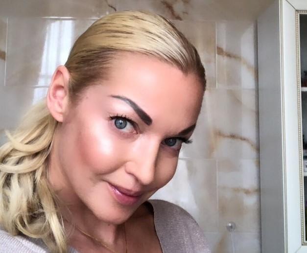 Анастасия Волочкова опубликовала в Instagram обнаженное фото в ледяной купели