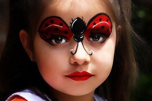Простой и красивый макияж на Хэллоуин 2018 для детей