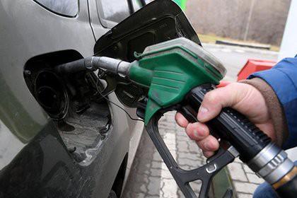 Цены на бензин попросили повысить на пять рублей