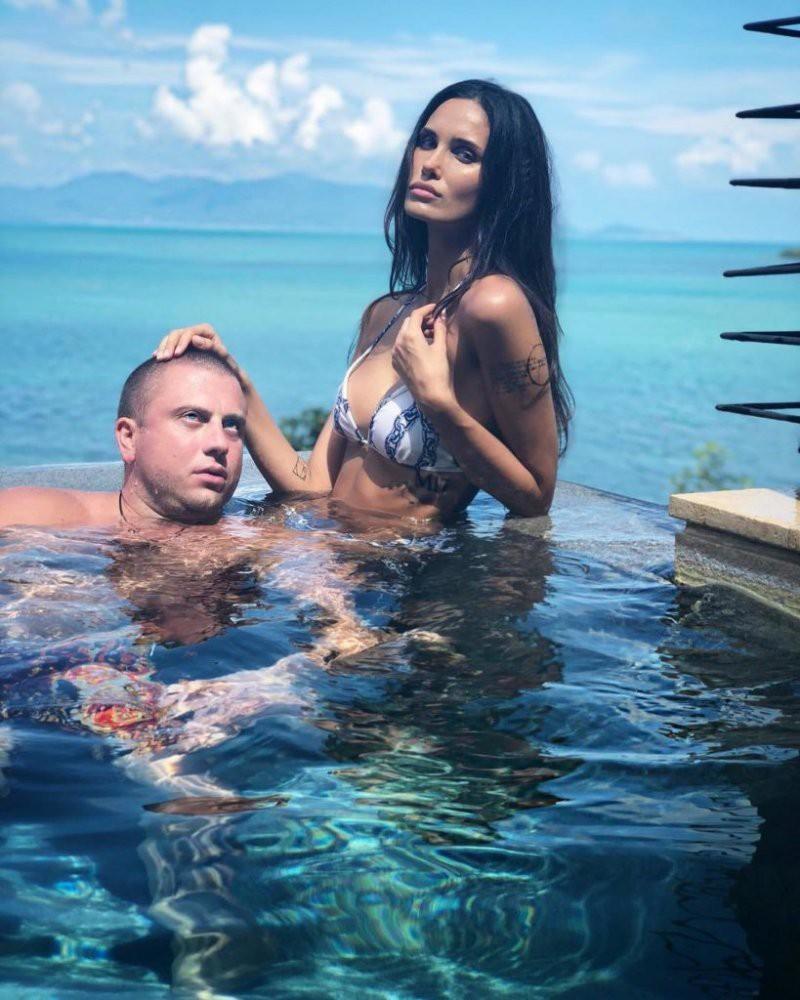 Интимные фото Мамаева с женой