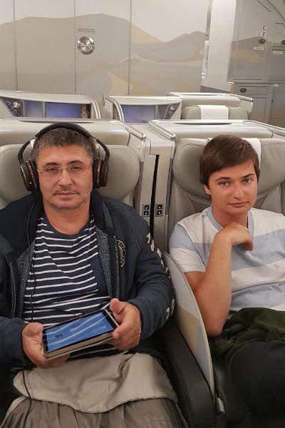 Ведущий программы «О самом главном» Александр Мясников рассказал о внебрачной дочери