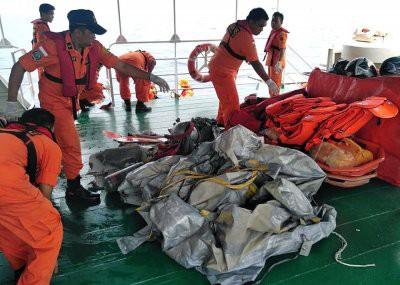 Тела 10 погибших обнаружили на месте крушения Boeing 737 в Индонезии