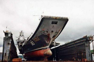 Упавший с плавдока кран повредил корпус и палубу крейсера «Адмирала Кузнецова»