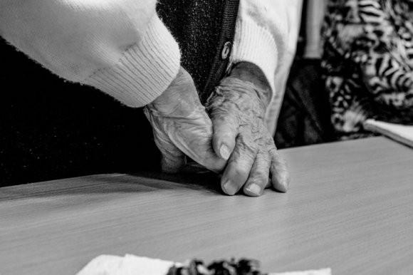 «Думала, уйду на пенсию и буду королевой»: донецкая бабушка дала геополитический расклад по войне в Донбассе