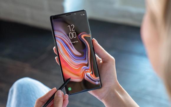 Революционный складной смартфон от Samsung получит гибкий экран Infinity-V