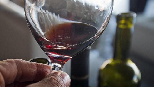 Минфин предложил уравнять акцизы для российского и импортного вина
