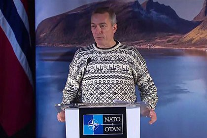 Норвежский министр пришел на пресс-конференцию в свитере с рыбками