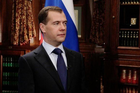 Медведев намерен ввести заградительные пошлины на нефть для стабилизации цен на бензин