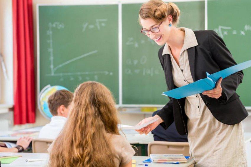 От времён Аристотеля и до наших дней: «Просвещение» рассказало о выдающихся учителях