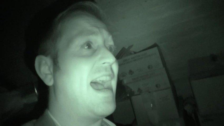 На исследователя аномальных явлений напал призрак и оставил на его спине длинные царапины