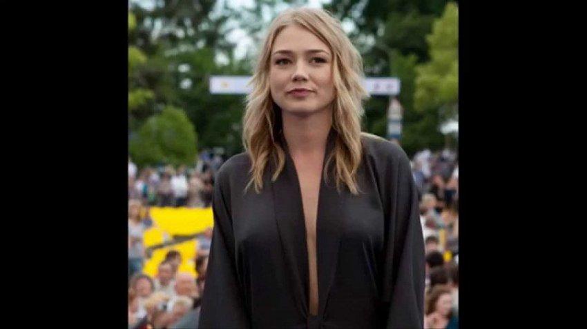Оксана Акиньшина порадовала фолловеров фото в платье с экстремальным декольте