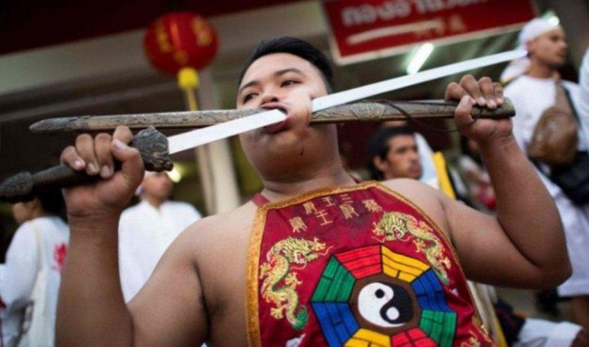 Вегетарианский фестиваль на Пхукете не для слабонервных