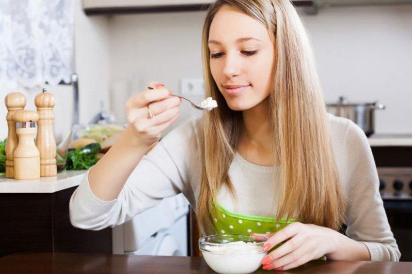 Ученые: употребление творога помогает сжигать жир во сне