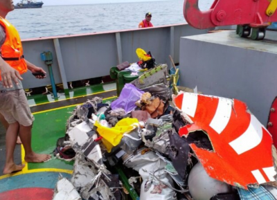 Черный ящик разбившегося в Индонезии самолета найден