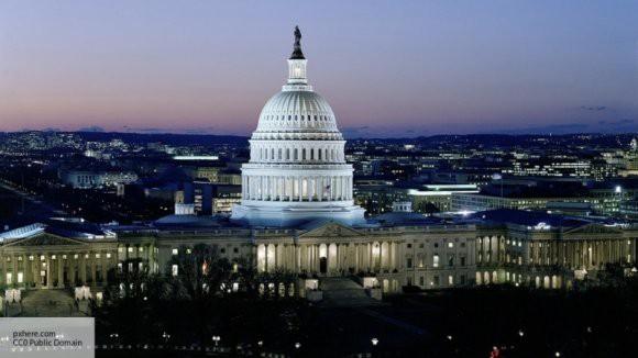 Полицейские перекрыли улицы возле здания Конгресса в Вашингтоне из-за стрельбы
