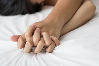 Медики назвали болезни, которые лечит интимная близость