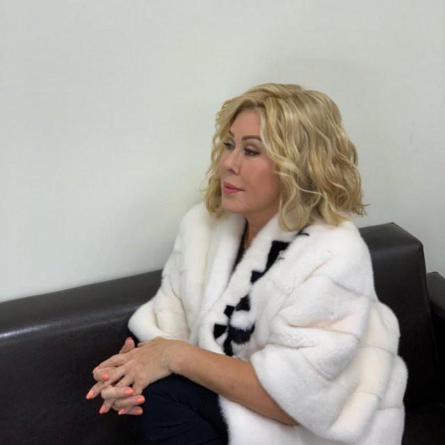Переживающая за здоровье дочери Любовь Успенская попросила у поклонников поддержки