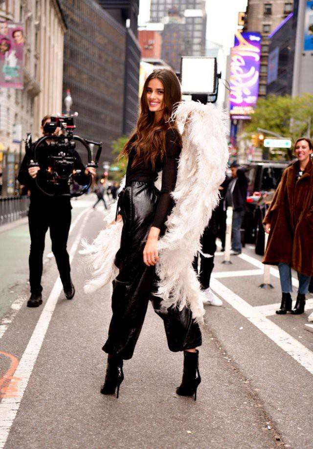 Ангелы в Нью-Йорке: Эльза Хоск, Кэндис Свейнпол и другие на примерке Victoria's Secret