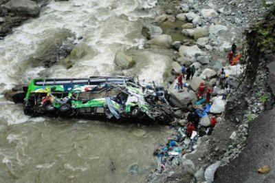 В Китае спор водителя и пассажирки автобуса привел к гибели 13 человек